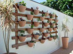Reciclagem , Jardinagem e Decoração, via Facebook - Inspiração para jardim vertical...