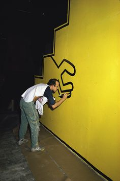 Keith Haring at work. R.I.P.