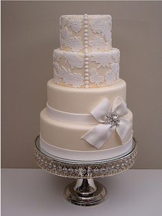 One of the classiest, most elegant and beautiful wedding cakes I've ever seen.