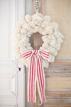 DIY chunky yarn pom snowball wreath