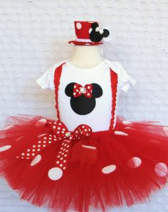 Minnie Mouse Outfit. So cute!