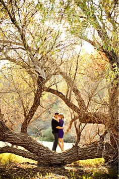 Engagement photos. Cute outdoor