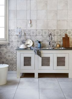 Styling: Fietje Bruijn | Photographer: Dennis Brandsma vtwonen mei 2014 #vtwonen #magazine #interior #kitchen #white #grey #industrial #tiles