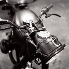 BMW R60/2    Blitz Motorcycles, Paris France