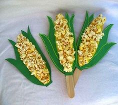 Thanksgiving craft for kids! SO cute with the popcorn! #craft #thanksgiving #kids