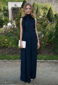 Le top Natalia Vodianova porte une longue robe Christian Dior croisière 2014 http://www.vogue.fr/mode/inspirations/diaporama/les-looks-du-mois-de-septembre-des-podiums-a-la-realite/15498/image/863437#!vendredi-27-septembre-le-top-natalia-vodianova-porte-une-longue-robe-christian-dior-croisiere-2014-lors-du-defile-christian-dior-printemps-ete-2014