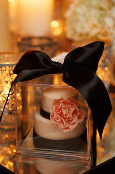Mini cake as wedding favor, so pretty///www.annmeyersignatureevents.com