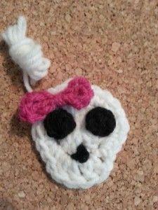 Easy Girly Skull with Bow Applique Crochet Pattern free skull applique crochet pattern from cRAfterChick.com