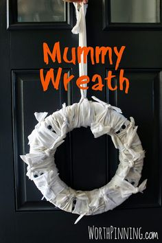 Worth Pinning: Mummy Wreath for Halloween