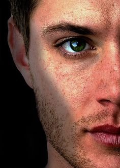 jensen ackles green eyes... wow are they really that green??