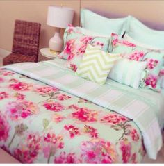 This would be adorbs with black trim instead of green Teen Bedrooms, Floral Prints, Bedroom Idea, Dream Bedroom, Teen Bedspread, Bedroom Sets, Dream Room, Bed Linens, Bright Colors