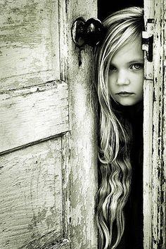 the doors, little girls, portrait photography, long hair, art, black white, old doors, children photography, photographi