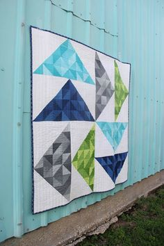 free quilt pattern by V and Co. using ombre fabrics by moda fabrics