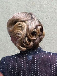 Retro Pinning Pin Up Hair