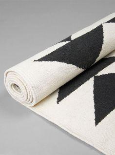 Black Marble Hand Woven Cotton Rug by Suki Cheema.