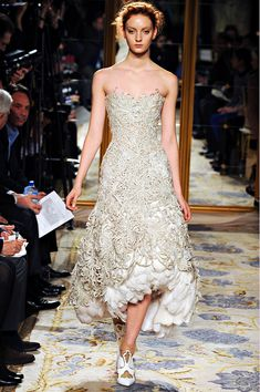 Marchesa Fall 2012 Collection, Lace and feathers, fabulous