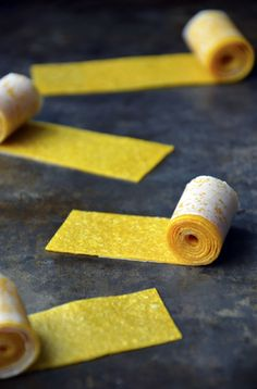 Healthy Homemade Mango Fruit Roll-Ups (100% fruit and no sugar added!)