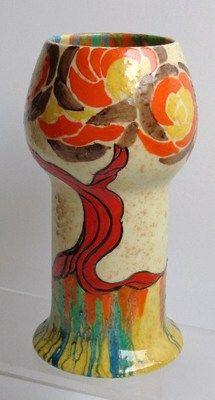 Clarice Cliff bizarre red pattern vase - 1932
