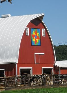 Awesome barn with quilt block.