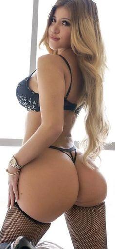 Stunning Babe Sunny Lane in Bikini Gives Arousing Head