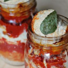 pizza in a jar.   so many things can be cooked in a mason jar! im determined to try one of the recipes!