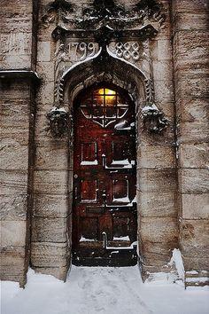 door in the snow red doors, the doors, castl, snow, house doors, puerta, front doors, old doors, wooden doors
