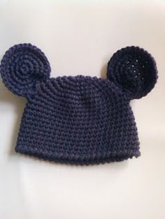 free crochet pattern  @Brigitte Coleman Coleman Coleman Coleman Farnam for Mickey or Minnie Mouse hat.