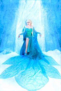 The fantastic cosplay of Lunnaya Nadedja #Frozen #Elsa