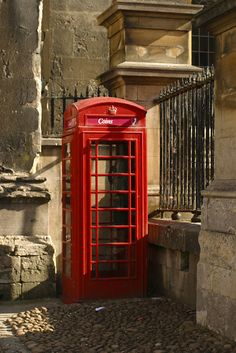 Classic red phone booth in Oxford.