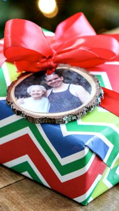 DIY Wood Slice Photo Ornaments ~ Use the picture of the recipient for the photo and tie the finished ornament onto the package. You'll quickly know who the gift is for, plus the recipient will then be able to use the tag as an ornament. Who doesn't love a bonus gift.