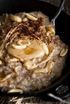 Early Morning Peanut Butter Banana Oatmeal. Creamy, comforting, and perfect for fall. #recipes #vegan