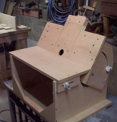 This router table goes from horizontal to vertical and everything in between. Interesting and versatile.