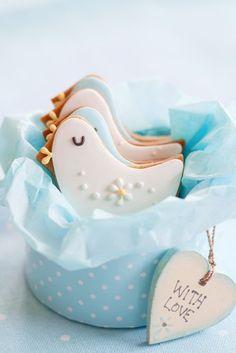 Adorable little birdie cookies.