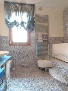 Shareyourbathroom on pinterest filo gaia and design blogs for Bagno piccolo in resina