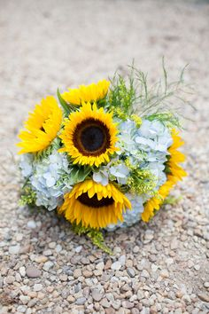 sunflower bouquet | Kristin Moore #wedding