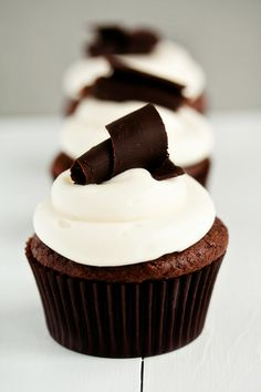 Perfectly chic Black Tie Cupcakes. #cupcakes #baking #food #cooking #elegant #wedding #chocolate #dessert
