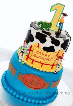 What little boy or girl wouldn't LOVE this adorable Toy Story Cake for their birthday?! Check it out at The Pink Momma today: http://iamannekehn.blogspot.com/2013/08/cake-toy-story.html birthday parties, toy story cakes, toy stori, food, birthday idea, incredible cakes, toystory cakes, stori cake, pink momma