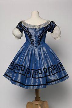 girl's dress, ca 1855, England