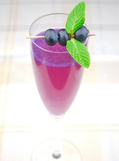 Blueberry-Pineapple Champagne Sparklers: 1 cup blueberries  1 cup pineapple juice  2 teaspoons chopped mint leaves  superfine sugar, as needed  1 bottle champagne       Puree blueberries, pineapple juice and mint in a blender. Taste for tartness. If needed, blend in sugar to taste. Strain.      Pour 2-3 tablespoons juice into flutes and slowly top with champagne.