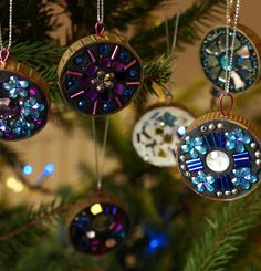 """mini mosaic Christmas Tree decorations from the blog """"Artful kids"""" - how sweet are these!"""