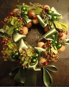 Stunning #Christmas #wreath with sweet satin