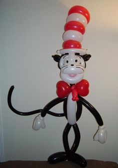 Cat in the hat balloon sculpture...Well done! Artist unknown.