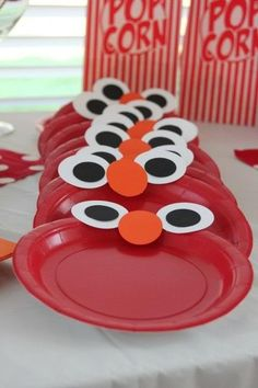 Sesame Street party plates - Elmo DIY