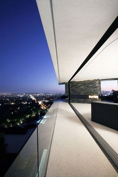 Openhouse by XTEN Architecture | an open-concept house overlooking the city located in Hollywood Hills, California