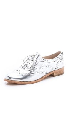 Silver shoe... I would love to go out one day wearing these fabulous things.