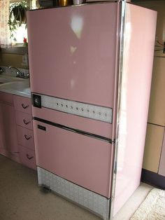 Mid-Century Modern •~• pink refrigerator