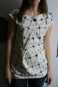 """Smunch/ front pleat top - burdastyle pattern ~ very stylish way to draw up a neckline to a simple """"bag"""" top."""