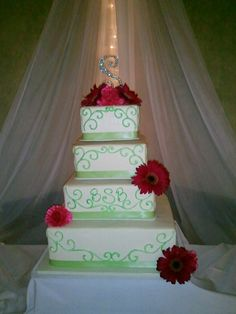 Custom wedding cake from Buttercream Collection.  Embassy Suites Minneapolis Airport, Bloomington MN