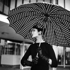 nina leen, fashion, polka dots, umbrellas, ninaleen, black white, life magazine, vintage vogue, rain