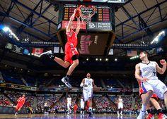 Chandler Parsons throws down a dunk vs. Sacramento